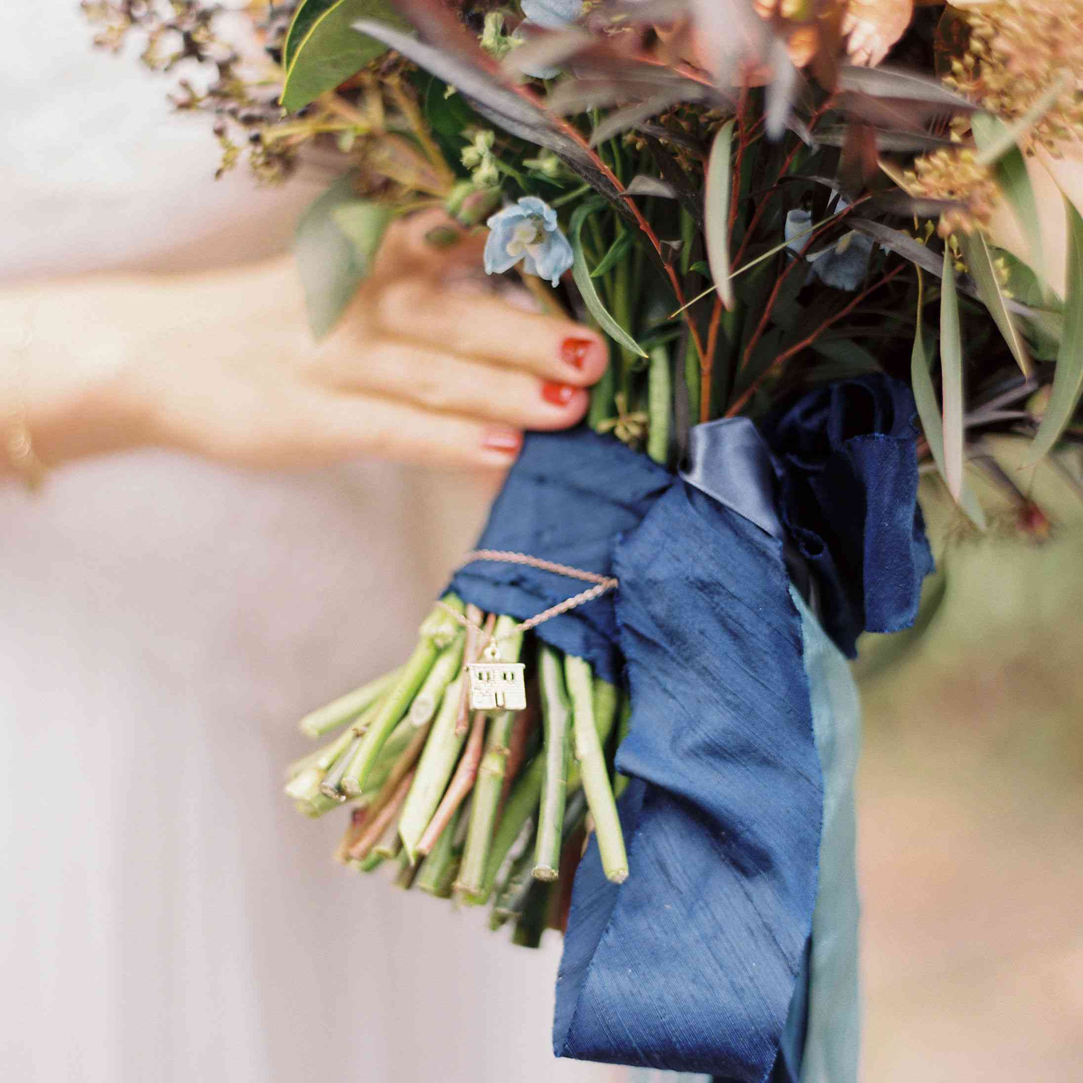 whimsical savannah, ribbons tied around bouquet