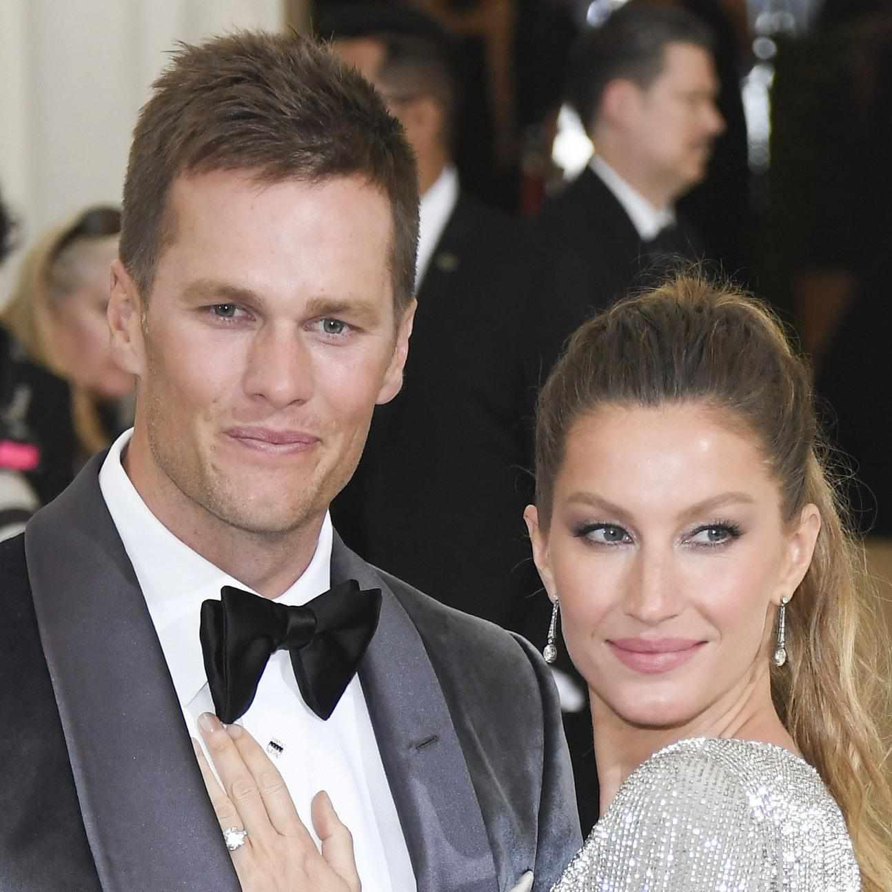 Tom Brady and Gisele Bündchen Shared a Sweet Smooch at a
