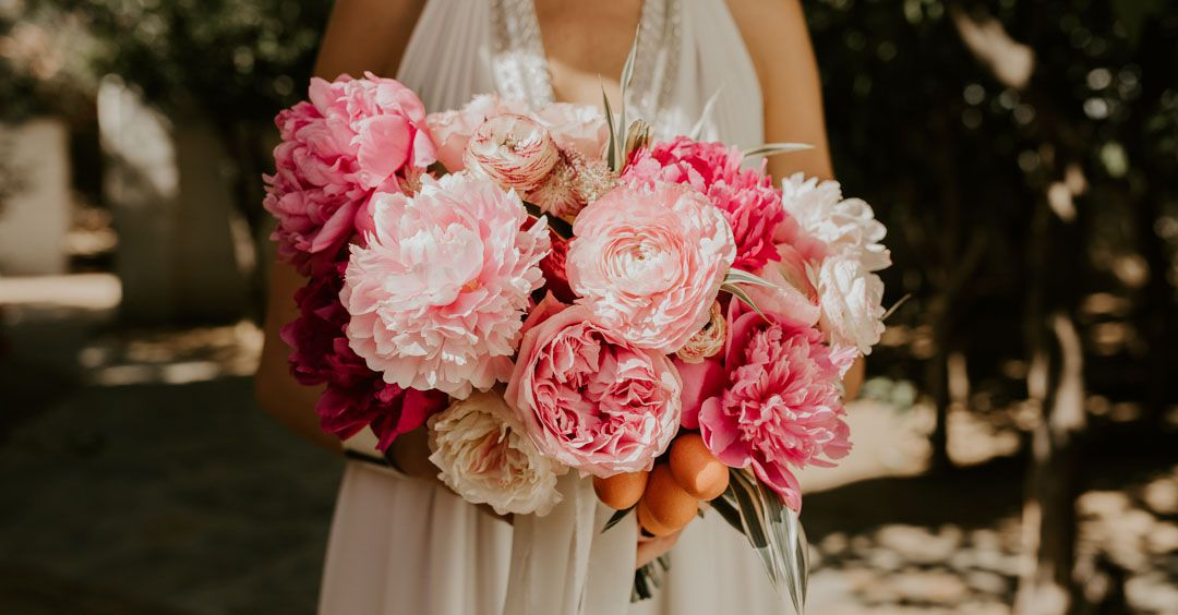 15 In Season April Flowers For Your Spring Wedding