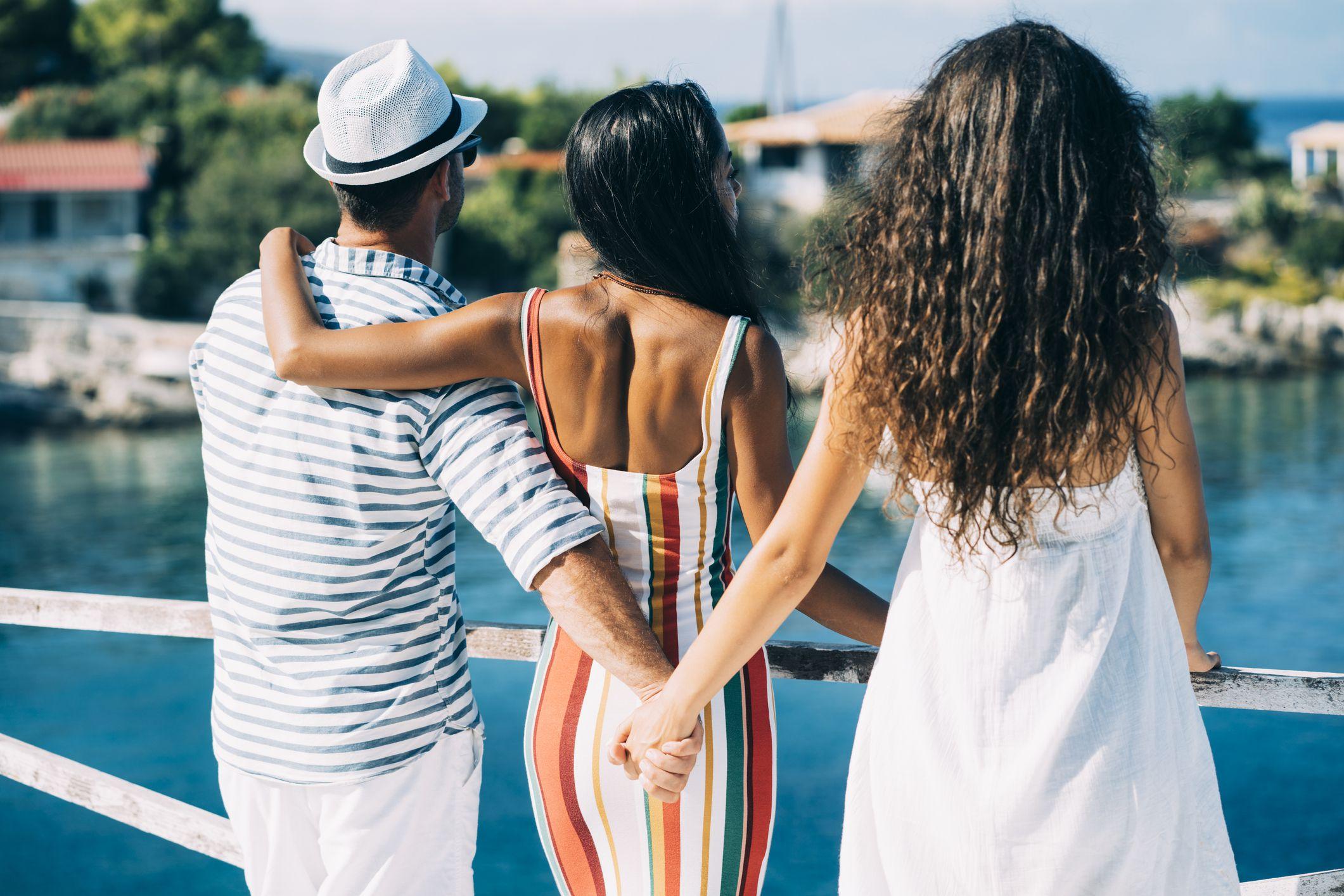 poligamy dating