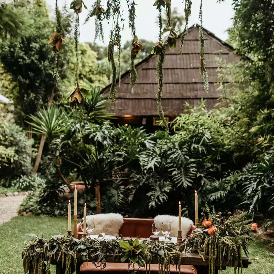 Sweetheart table in the jungle