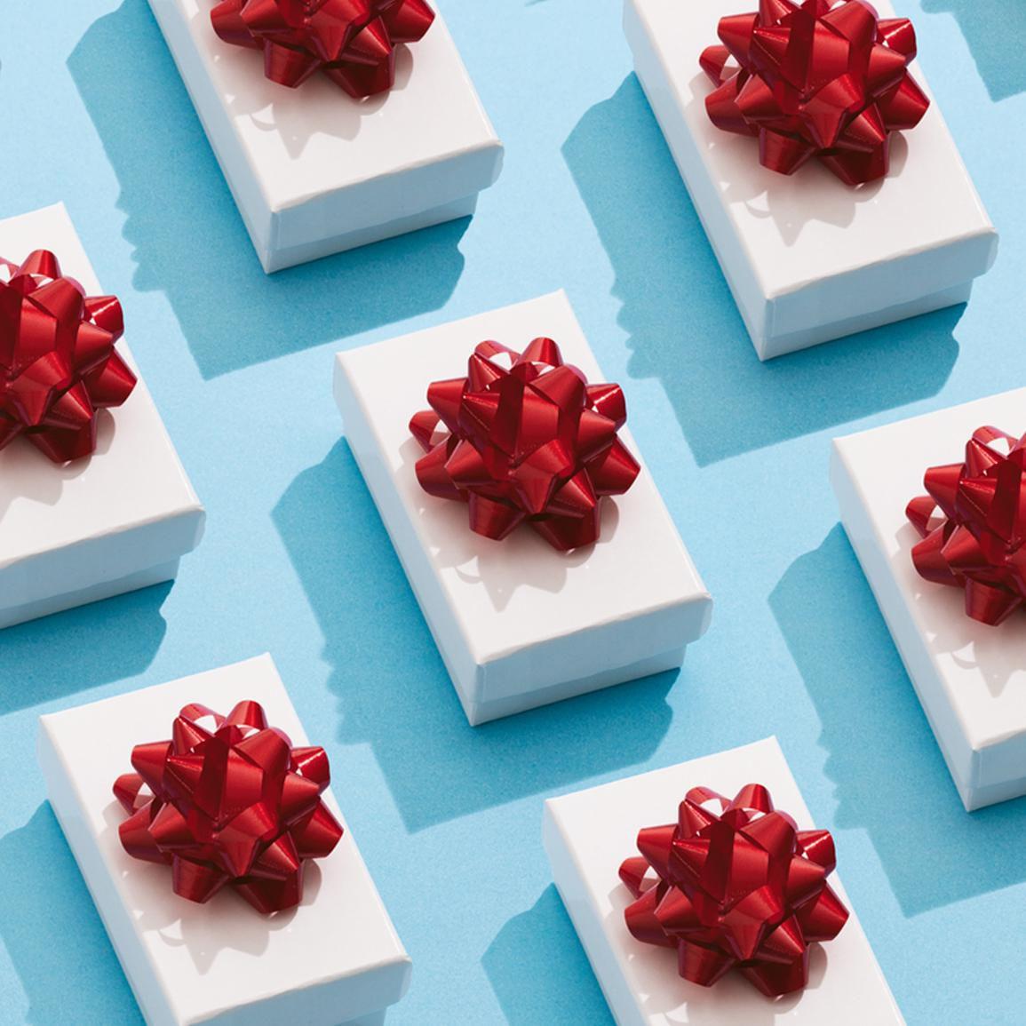 Wedding Gift Wrap Etiquette: Wedding Gift Etiquette: When Do You Open Gifts?