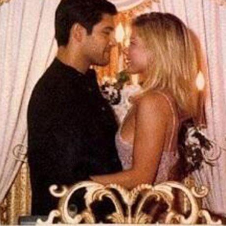Kelly Ripa marries Mark Consuelos, 1996