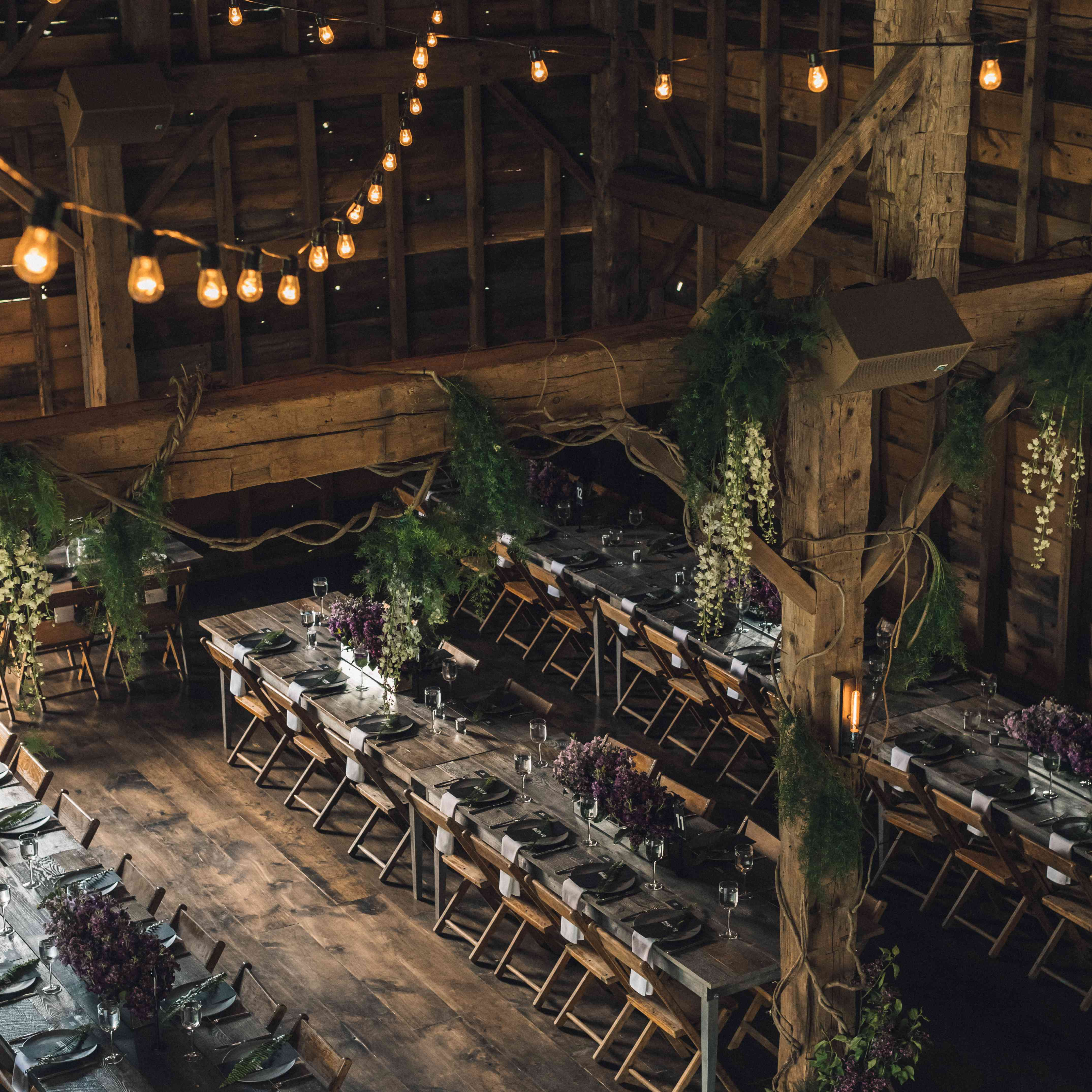 Reception table setting in barn