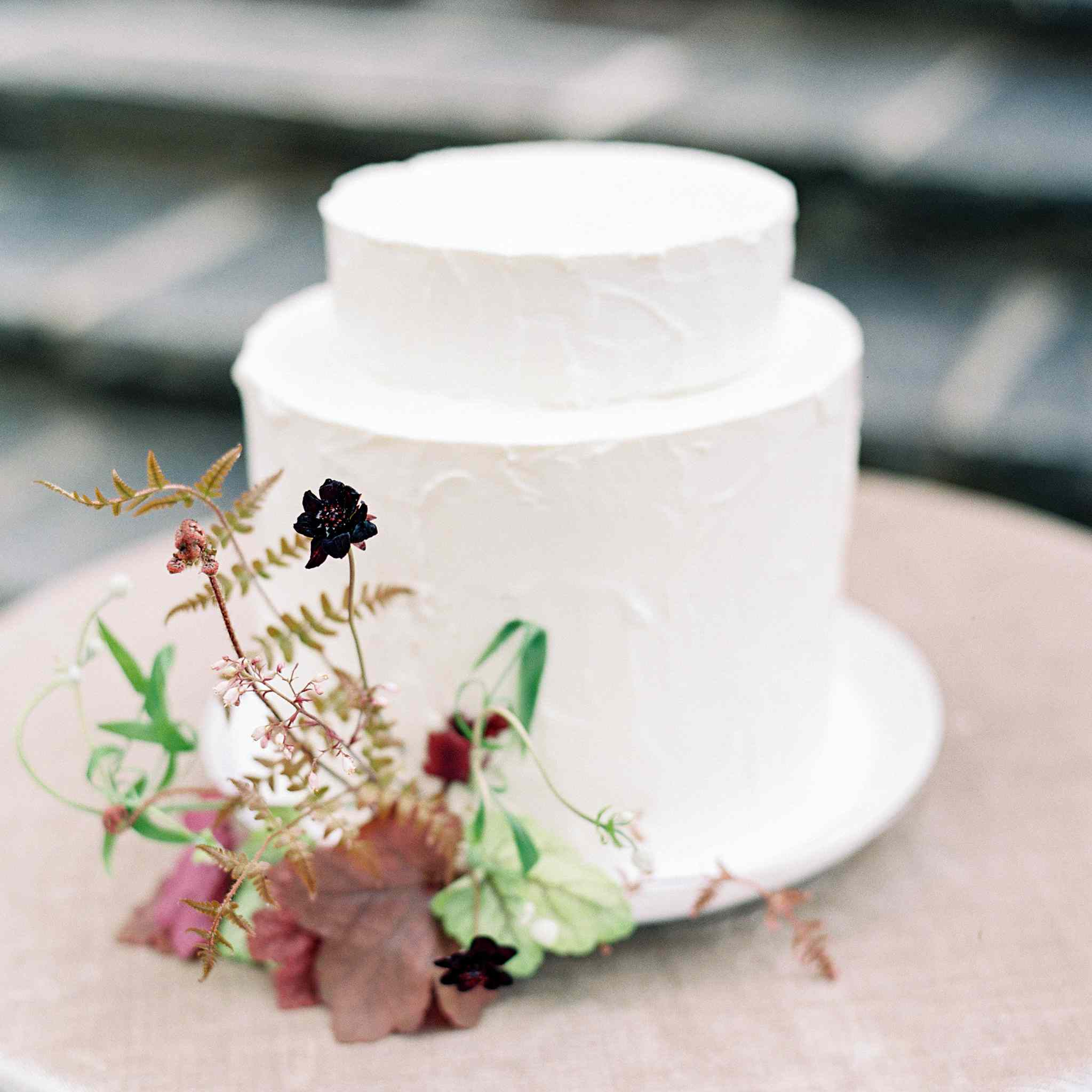 Simple white cake with blooms