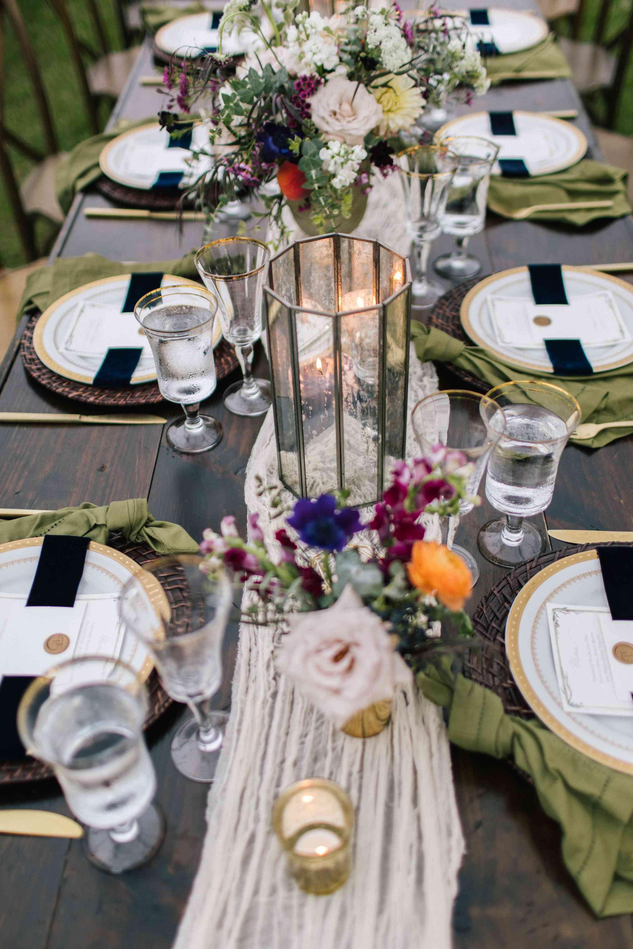 <p>Reception tablescape</p><br><br>