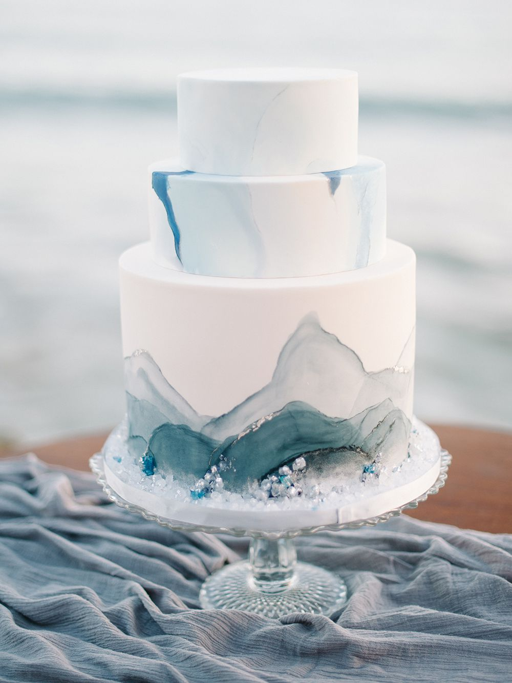 6 Beautifully Modern Beach Themed Wedding Cakes