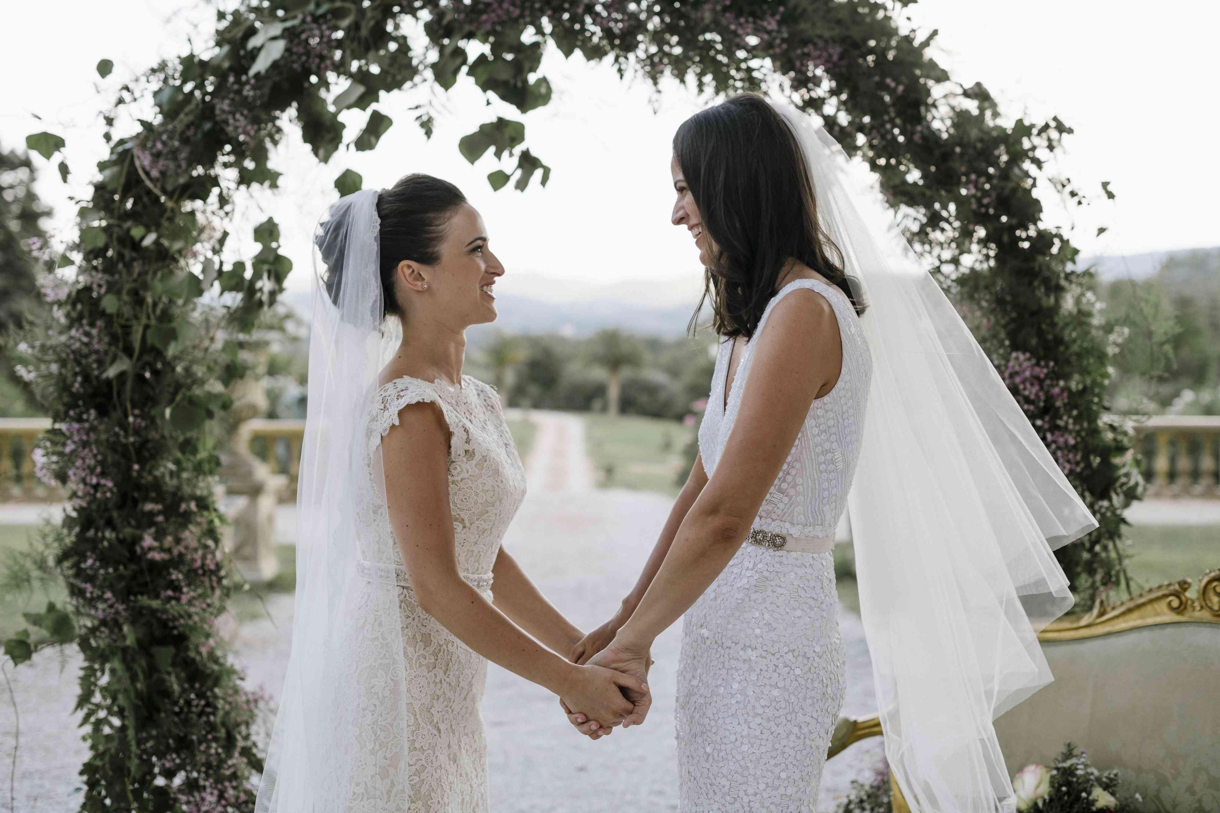 <p>brides ceremony greenery hoop</p><br><br>