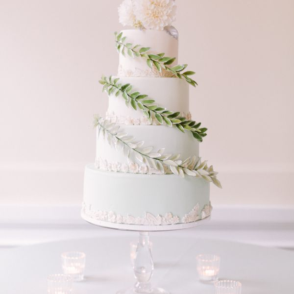 Simply Gorgeous Wedding Reception Ideas: Wedding Cakes Wrapped In Gorgeous Greenery—That Are 100