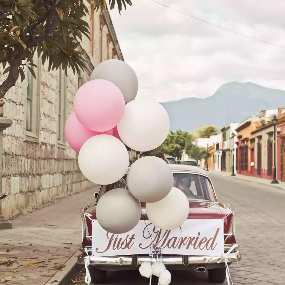 Giant balloons on getaway car