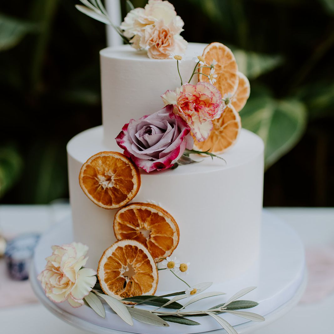 wedding cake with oranges and roses