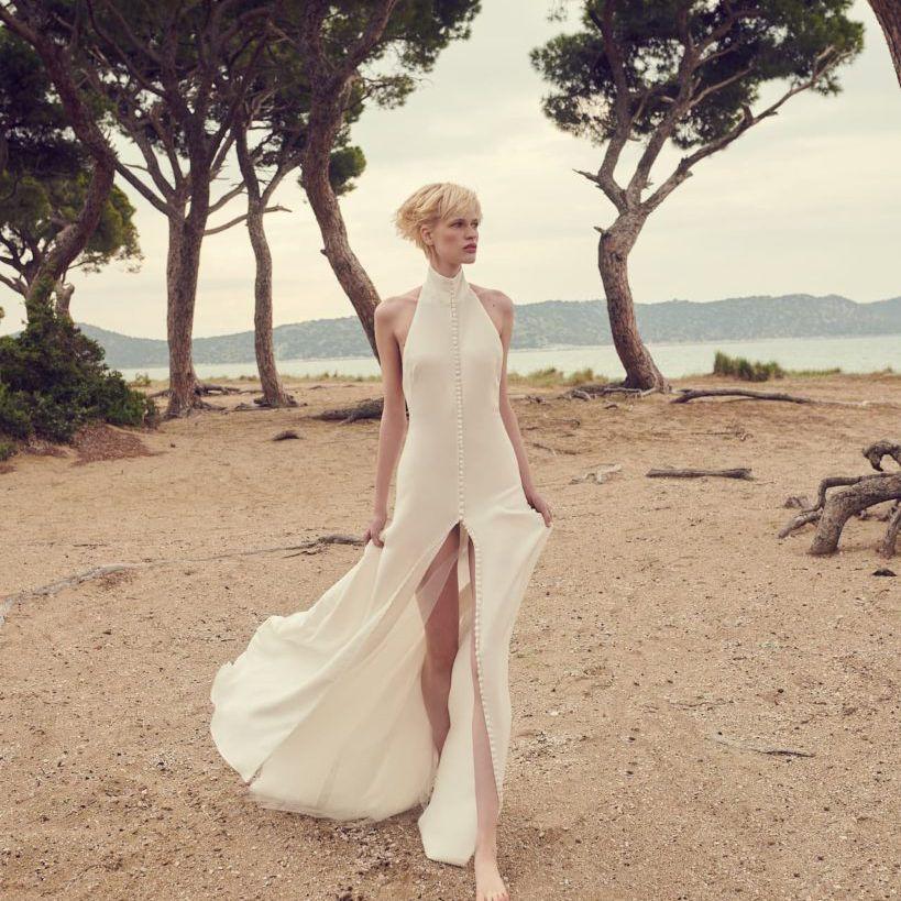 Sleeveless halter wedding dress