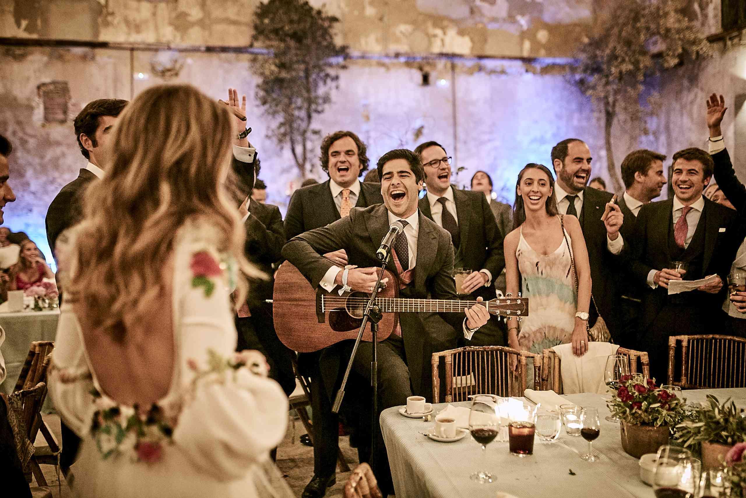<p>groom performing</p><br><br>