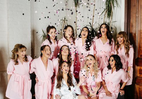 <p><p><p><p>bridesmaids with confetti</p></p></p></p>