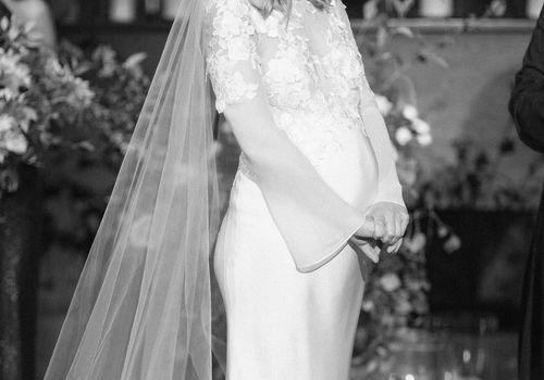 <p>Pregnant Bride</p>
