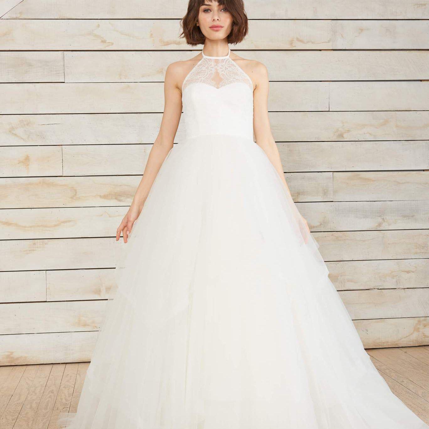 Sleeveless wedding gown