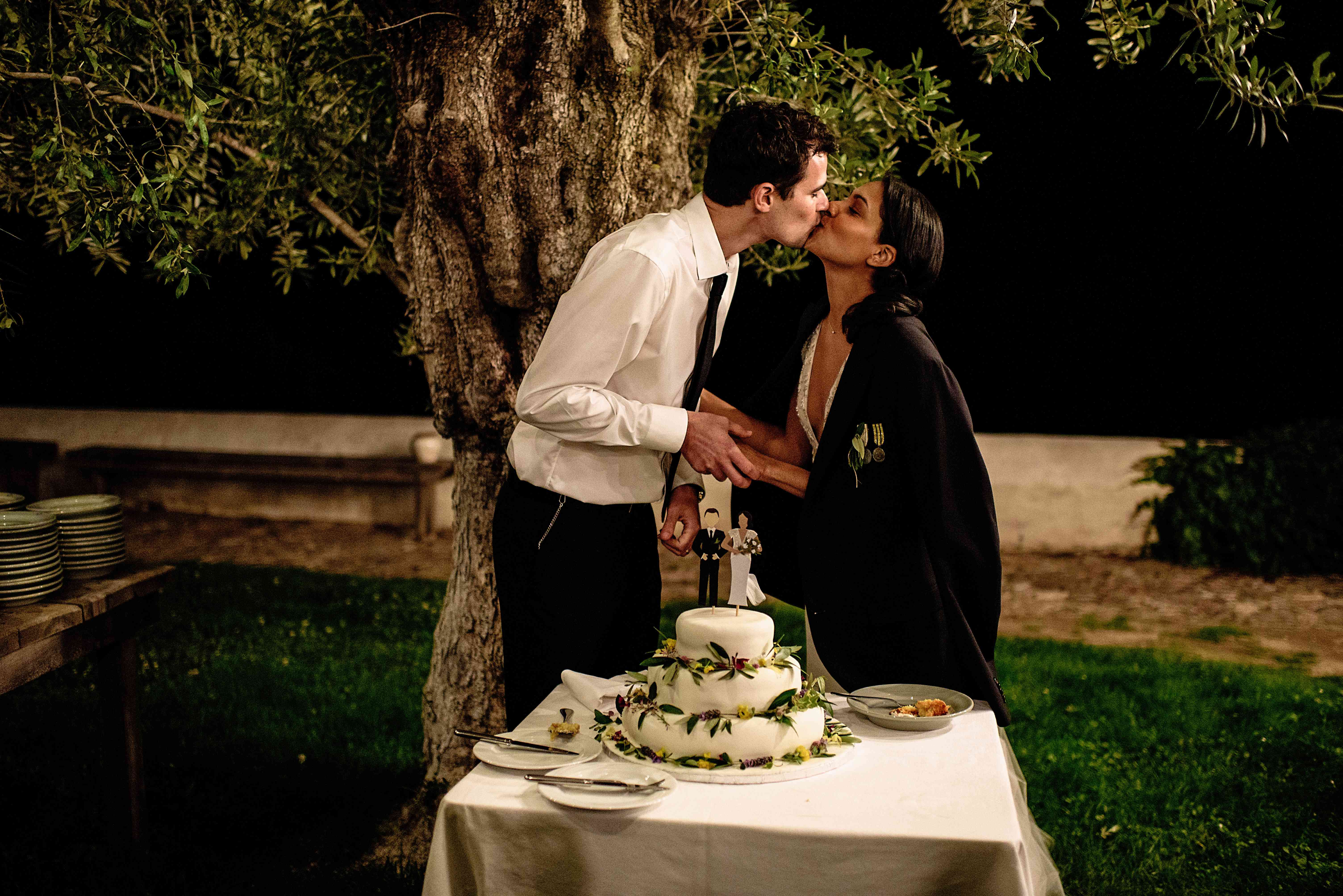 <p>Bride and groom kissing and cutting cake</p><br><br>