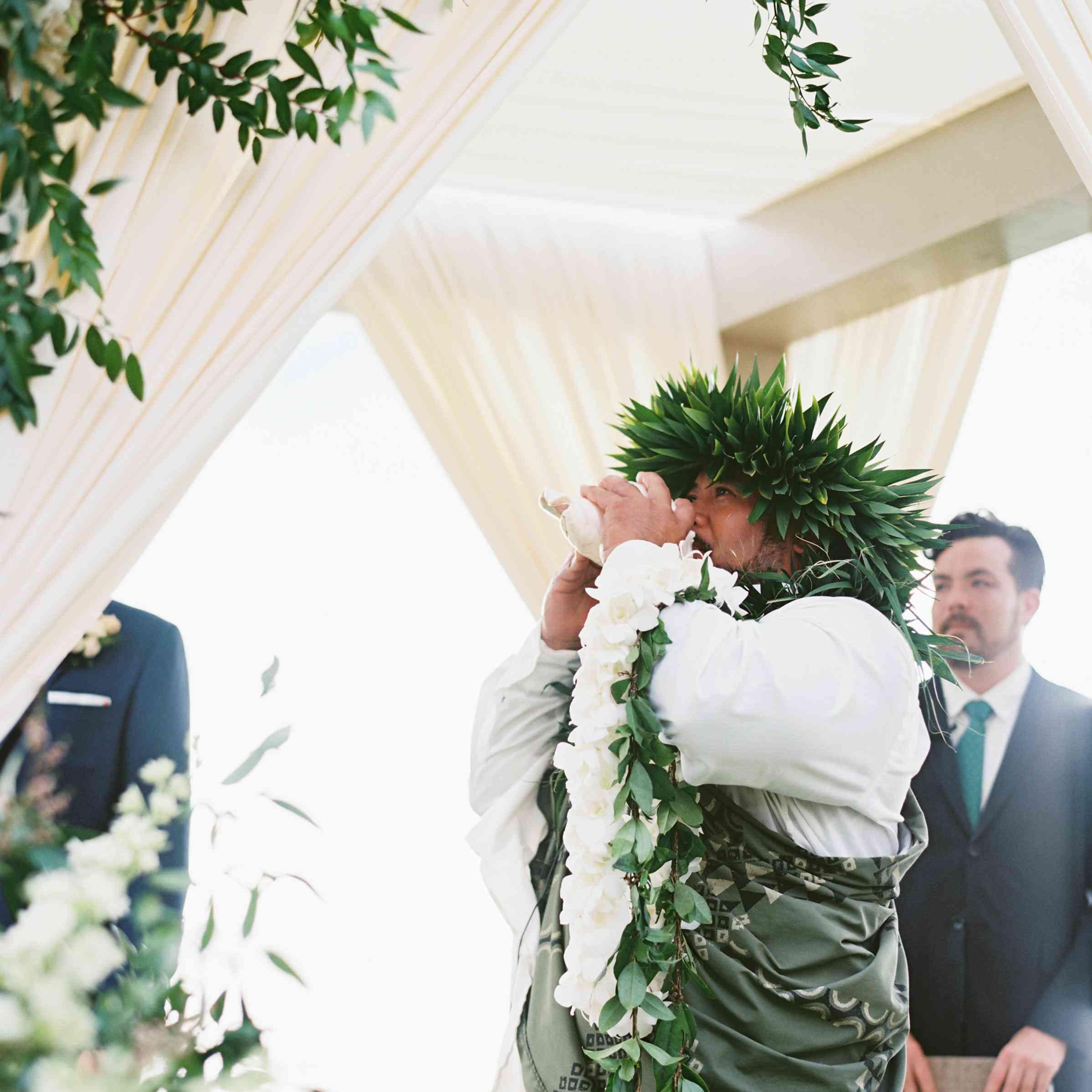 <p>traditional Hawaiian wedding</p>