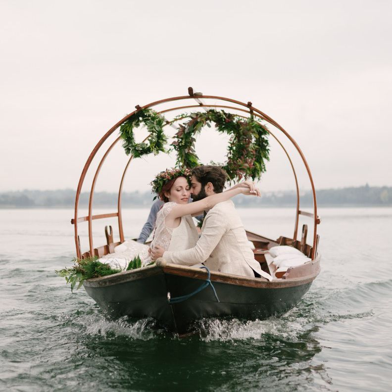 <p>wreath on boat</p><br><br>