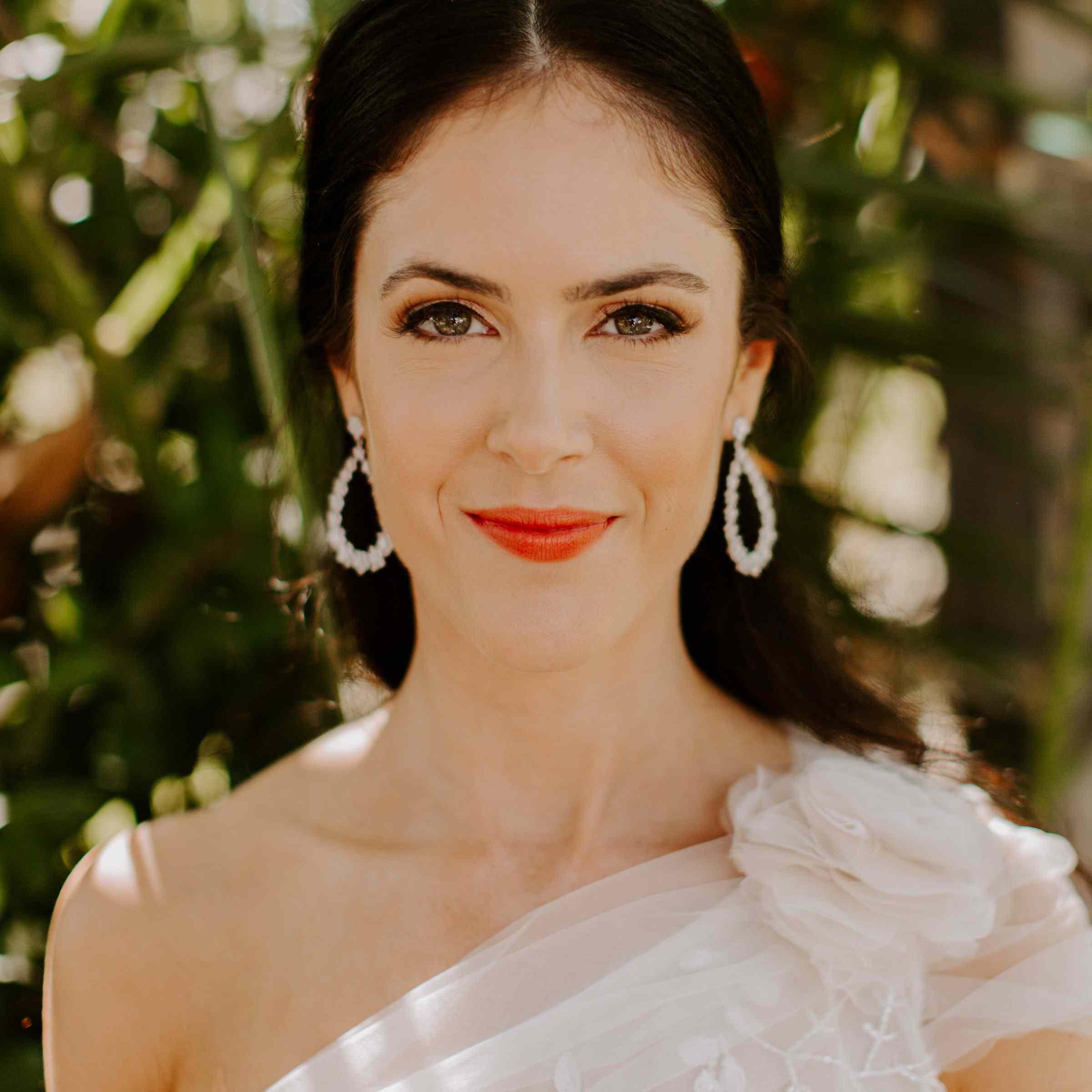 Bride with bright red lipstick