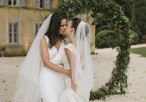 <p>brides kissing</p>