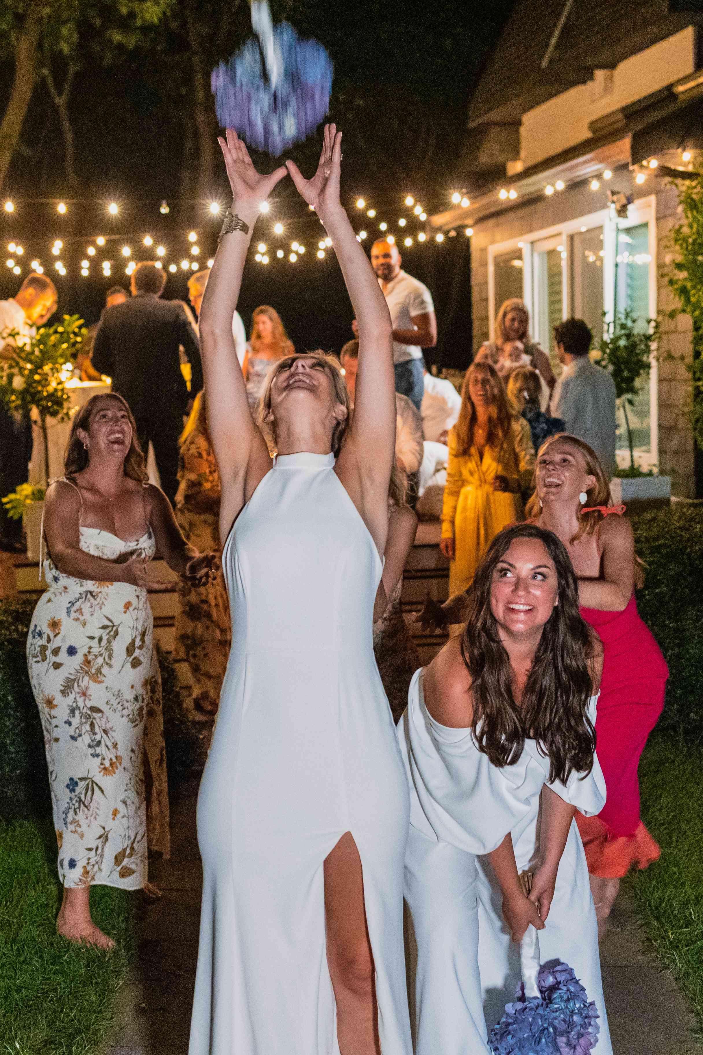 brides bouquet toss