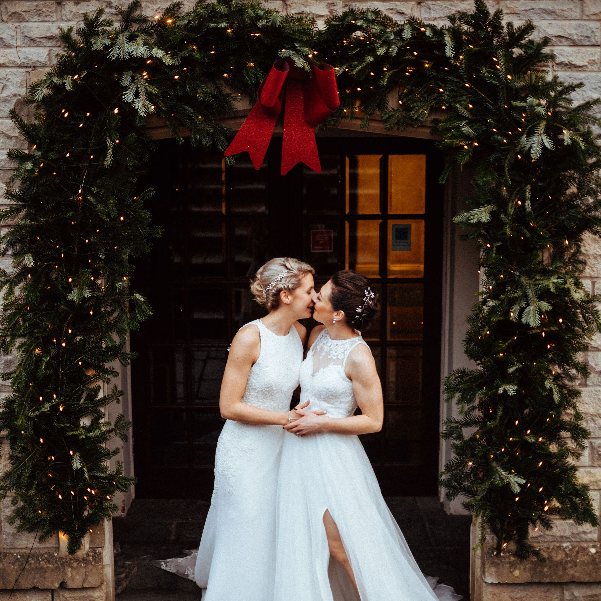 17 Christmas Wedding Ideas That'll Put You in the Holiday Spirit
