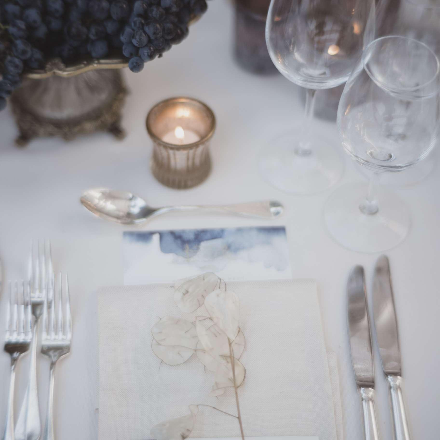 romantic lake como wedding, blue table settings