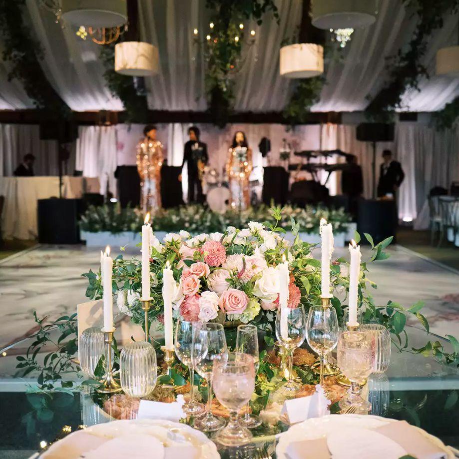 Glass sweetheart table