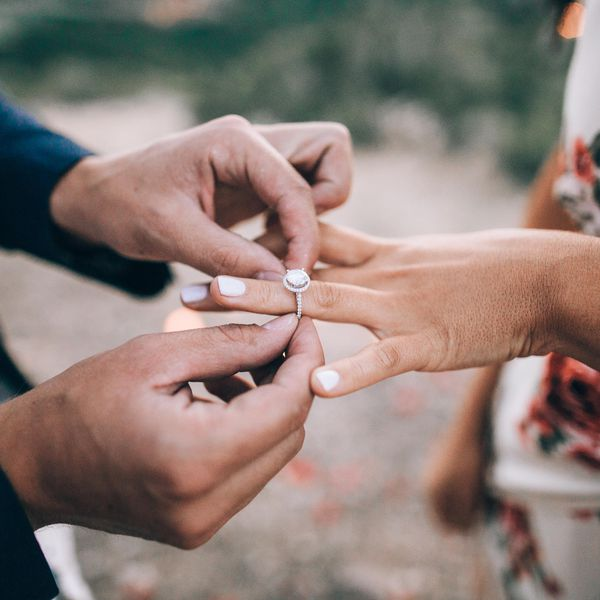 Here's How to Announce Your Engagement on Social Media the