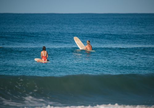 couple surfing