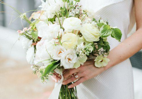 <p>Bride holding bouquet</p>