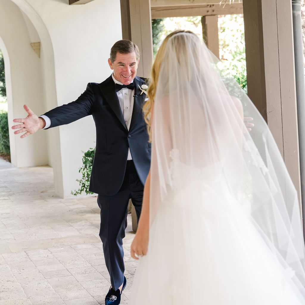 timeless southern wedding, bride and father first look