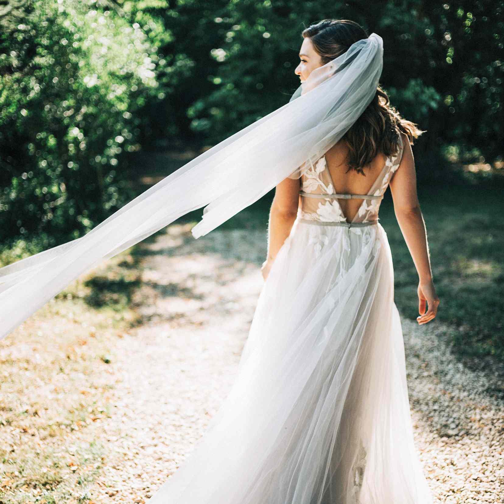 bride back of dress veil
