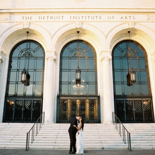 Couple kissing in front of museum