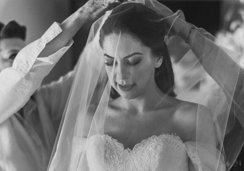 <p><p><p><p>bride in veil getting ready</p></p></p></p>