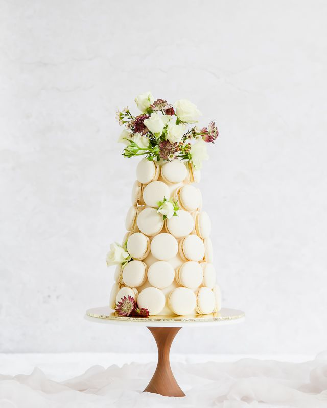 Macaron tower with flowers
