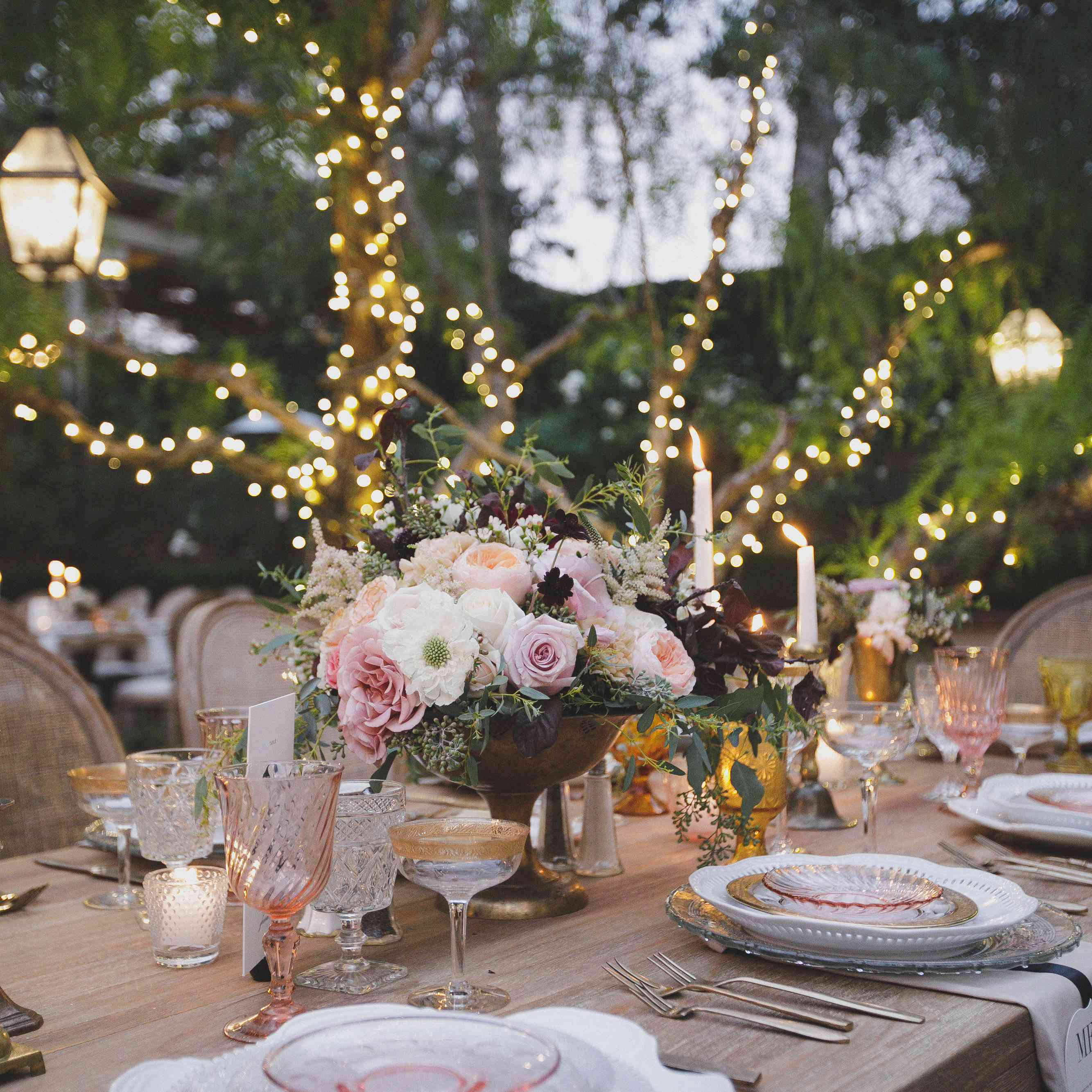 <p>Pink Romantic Table Setting</p><br><br>