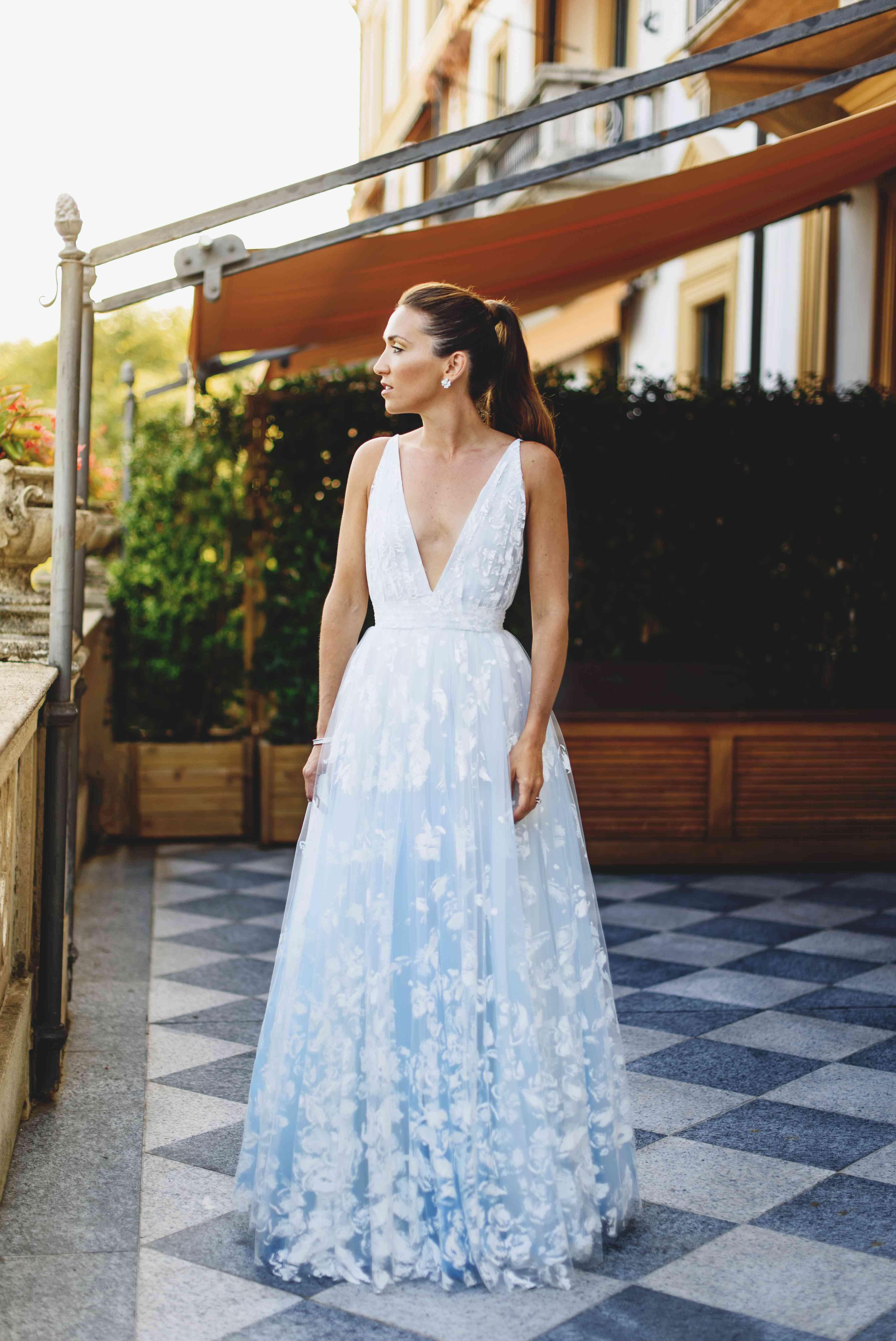 bride v-neck wedding dress