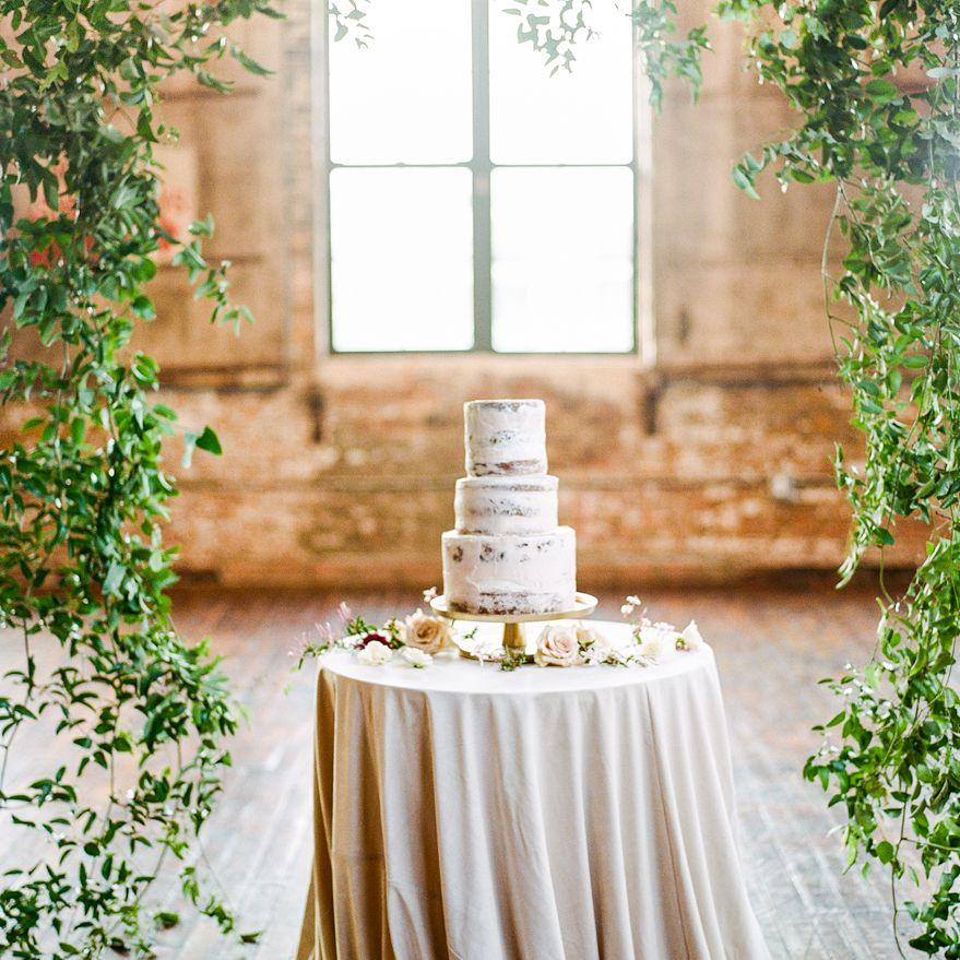 <p>Naked Wedding Cake</p><br><br>