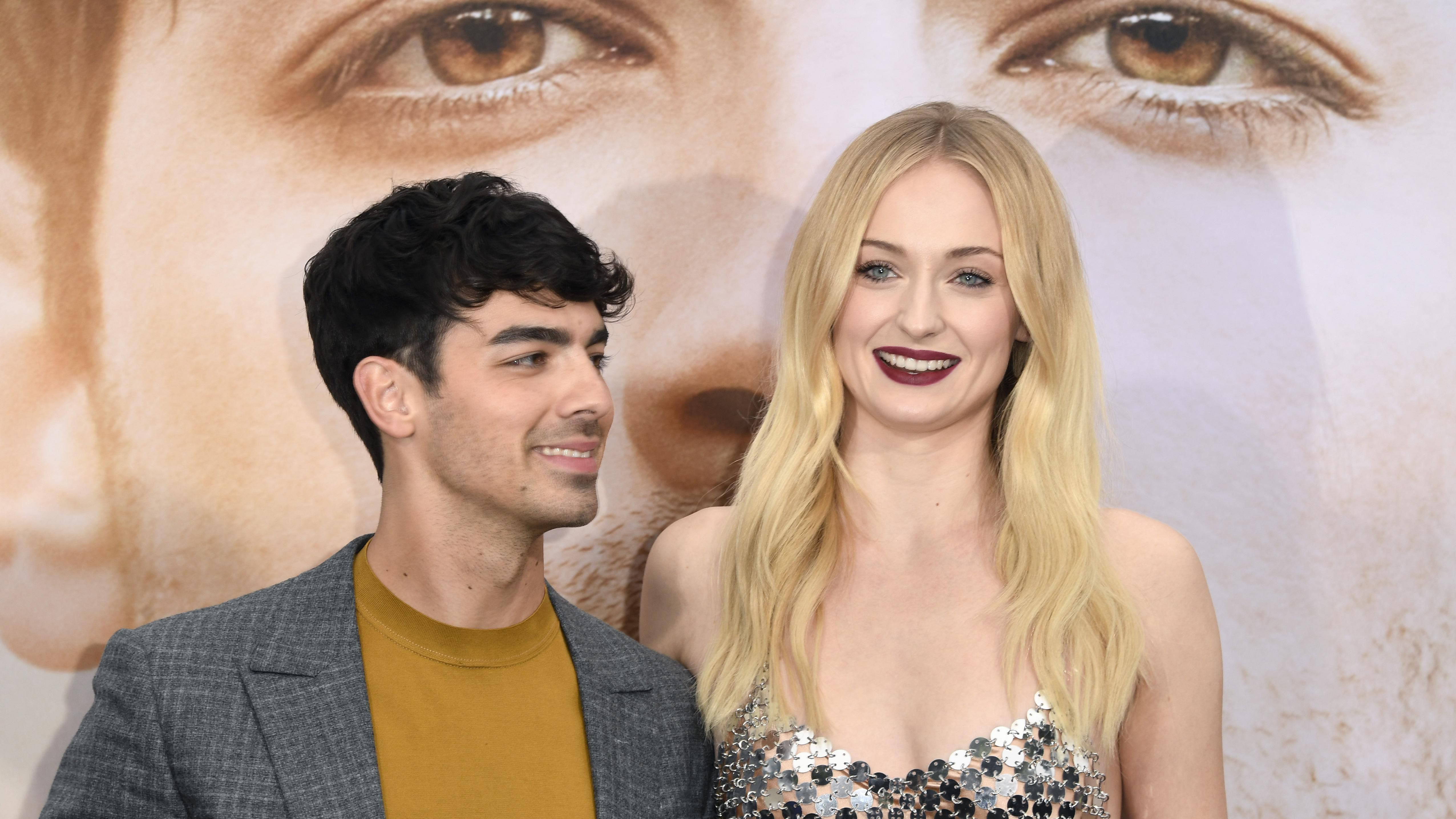 Sophie Turner S Louis Vuitton Wedding Dress Took More Than 350 Hours To Put Together