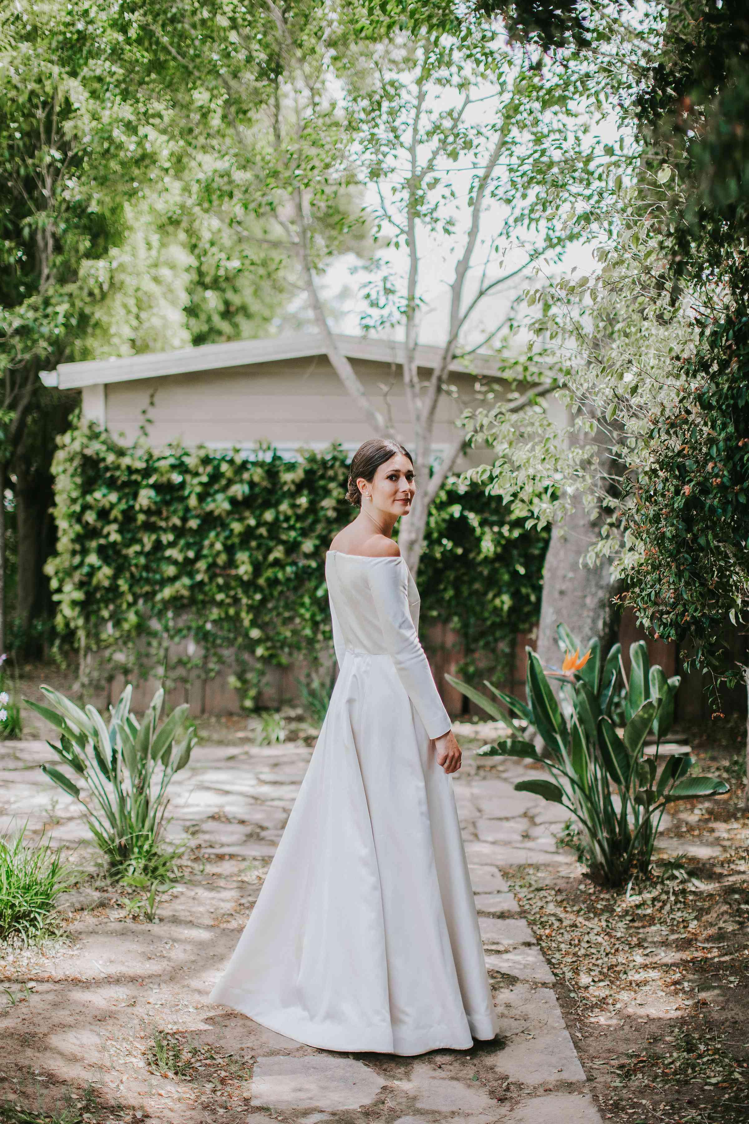 <p>bride solo shot long sleeve dress</p><br><br>