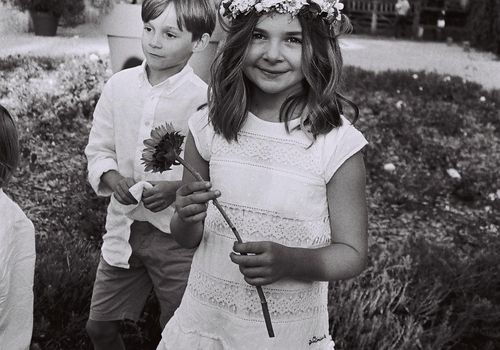 kids in wedding flower girl
