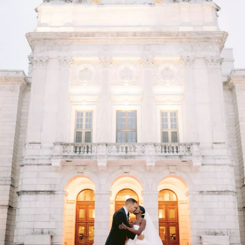 Couple kissing in front of Providence Public Library