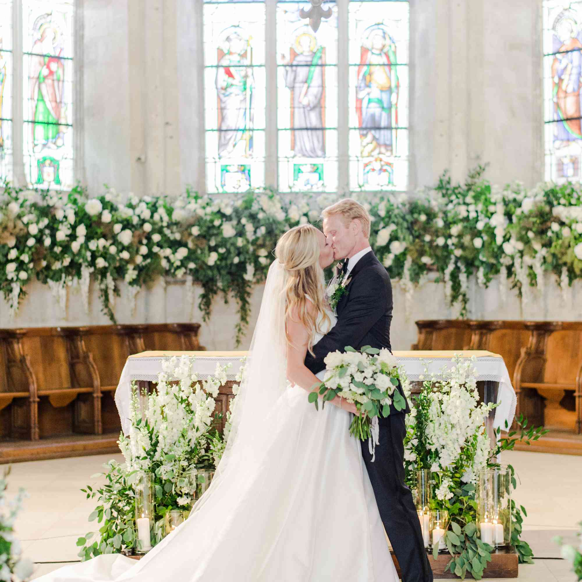 <p>Bride and groom kissing at altar</p><br><br>