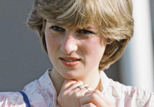 Princess Diana wearing her engagement ring.