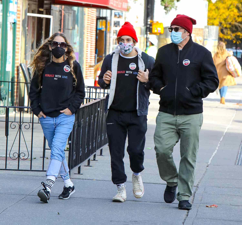 Sarah Jessica Parker, Matthew Broderick and son voting
