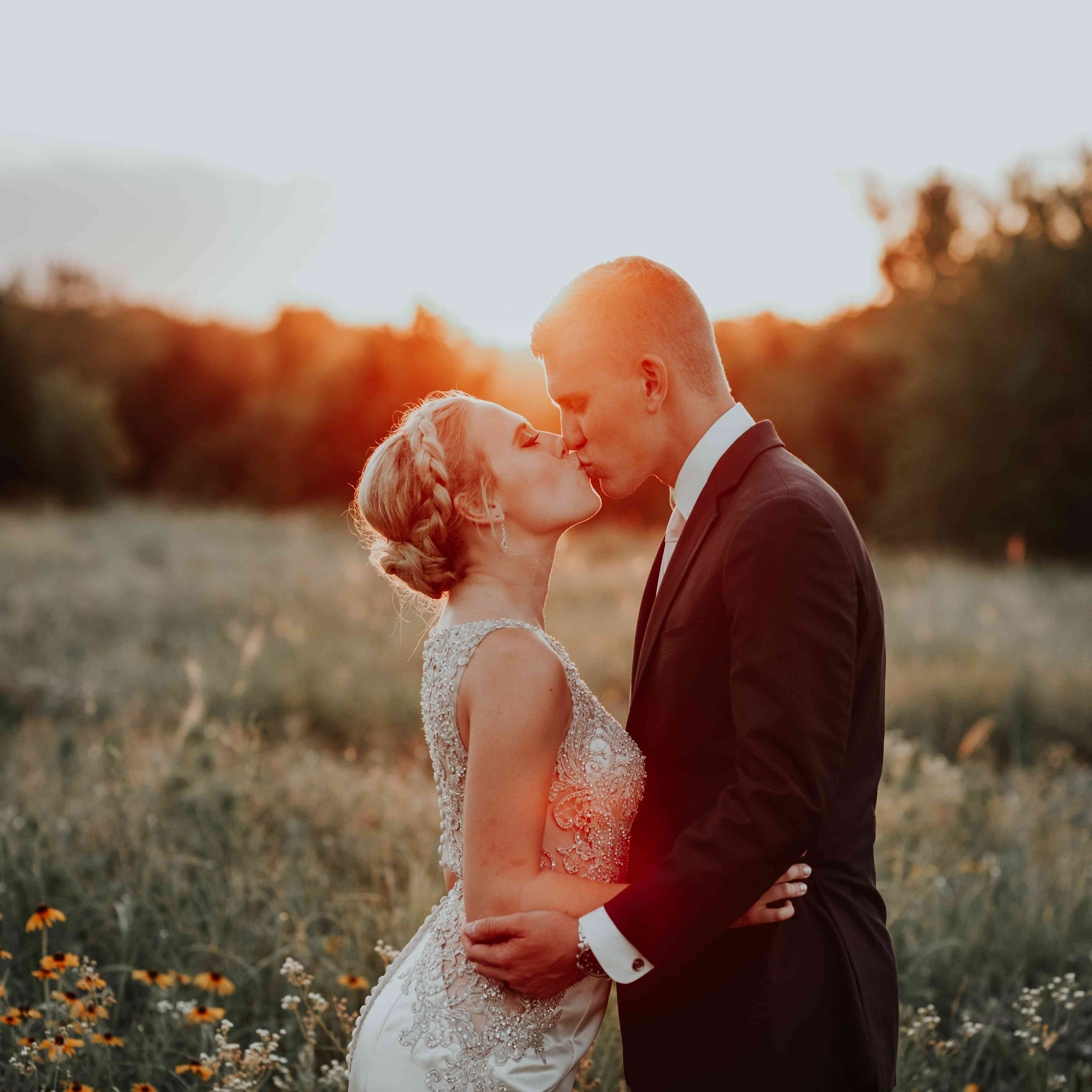 50 of the Most Epic Wedding Photos From Across the USA
