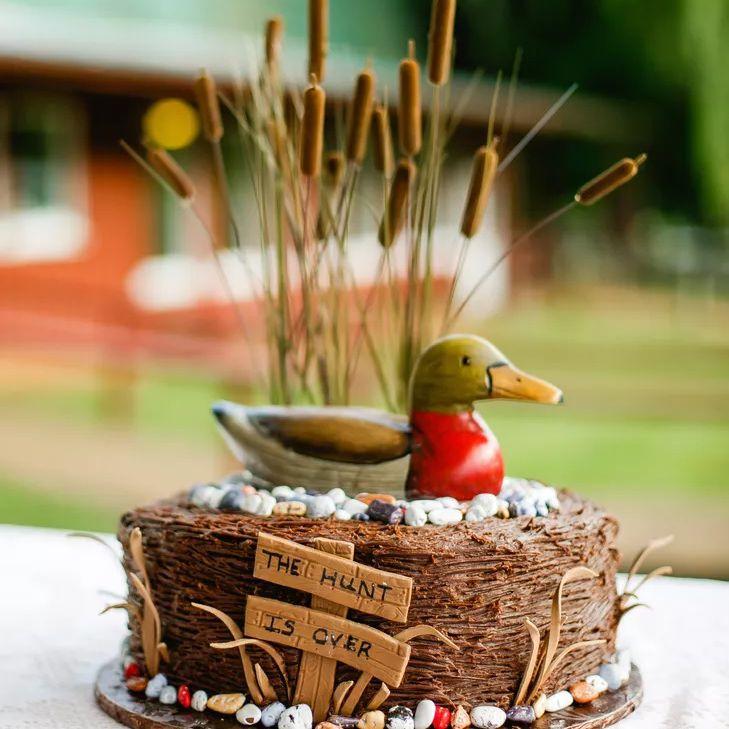 duck hunting groom's cake