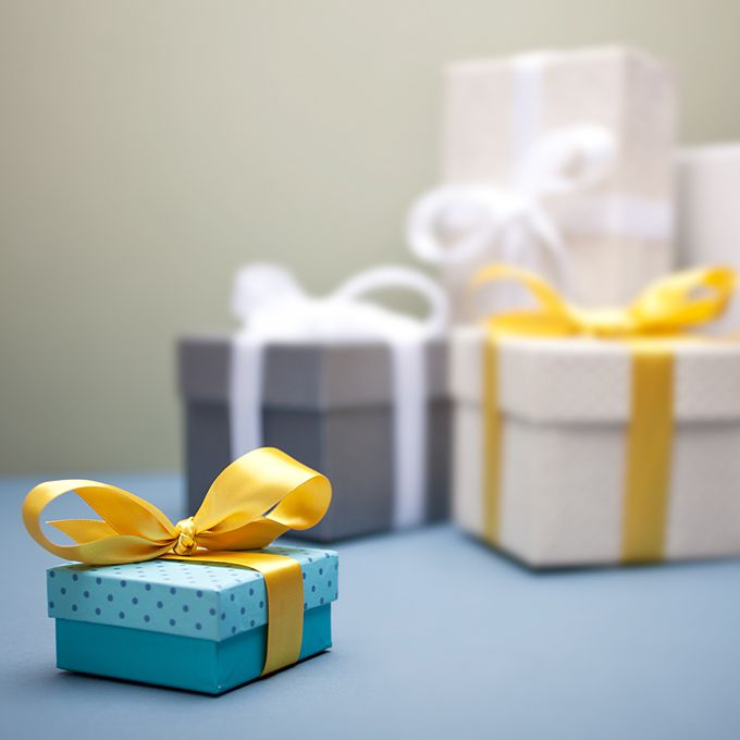 Etiquette Rules For Wedding Gifts: Wedding Etiquette Tips For Brides: Engagement